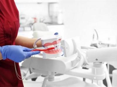 """刷牙时恶心干呕?可能是这四种病的""""信号"""",多想想吧"""