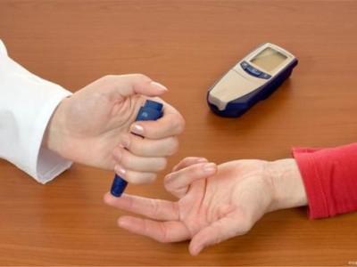 """这三个""""征兆""""都是在睡觉的时候发现的,可能是血糖过高,不难发现。"""