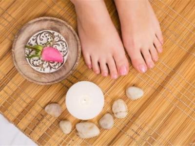远离糖尿病足,控制血糖很重要,所以你不妨记住这些足部保护的小贴士。