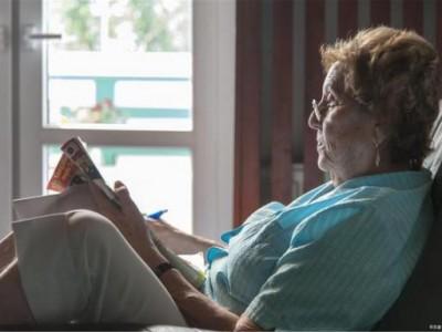 """老年痴呆症要""""敲门""""?可能是生活中的这四个坏习惯造成的,最好戒掉。"""