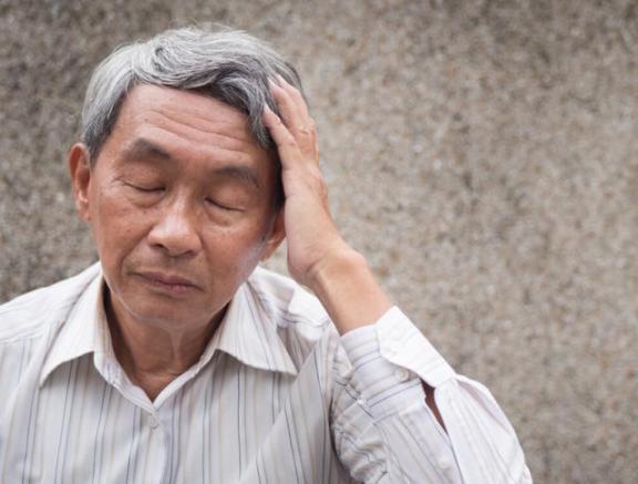 """50岁的爷爷血压降到200,视力直线下降,勤勤恳恳做了三件事。高血压不敢""""开""""  近视手术后视力下降 50岁女人穿衣打扮 韩国200人竞争一个兼职 每天入境旅客将降到5000人左右 直线导轨轴承 高血压与饮食 血压计欧姆龙 食疗治高血压 高血压的药物治疗 奔驰a200l上市时间 第6张"""