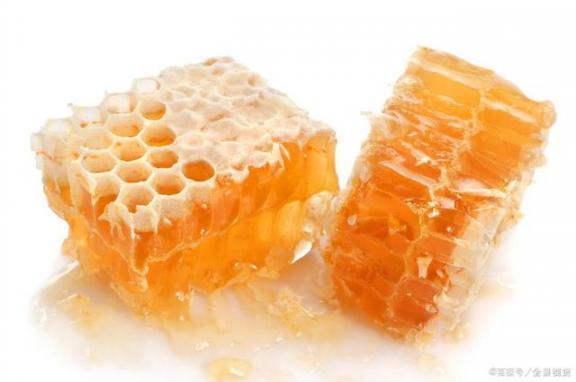 """天然""""安眠药"""",养颜助消化!可惜三种人碰不到。提醒一是一。  来电提醒是什么 网上药店安眠药 超级p57怎样服用 蜂蜜幸运草优酷 徐杰可惜不是你 姜末蜂蜜水 你就是我的安眠药 蜂蜜面膜的作用 蜂蜜水加醋 喝蜂蜜水美容祛斑吗 第4张"""