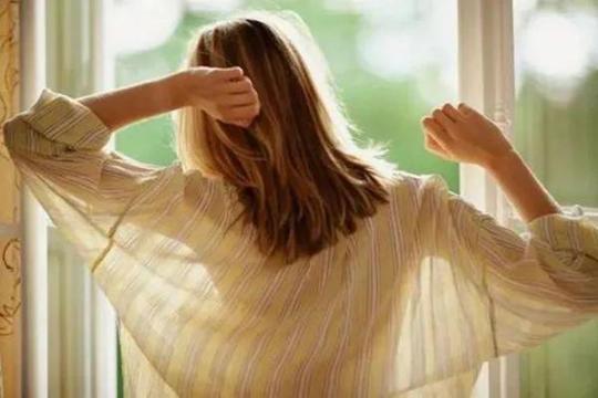 一位36岁的女性痛哭流涕:肝癌晚期,其实身体早有征兆,只是忽略了而已。  意外怀孕有什么征兆 宫外孕前期征兆 36岁生二胎 36岁猝死考勤记录 肝癌晚期治疗费用 潘晓婷现身体博会 女性凉鞋 肝癌晚期治疗方法 杨振宁36岁妻子 女性安全期计算方法 第8张