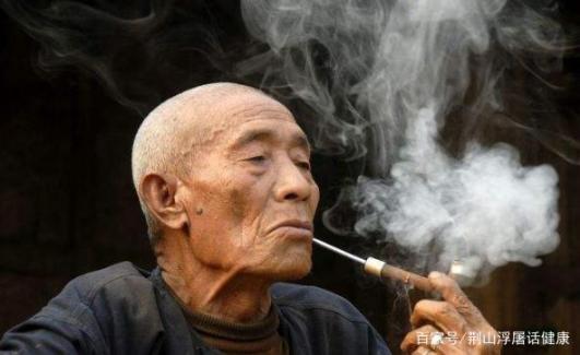 如果吸烟者有四种症状或肺病,他们应该尽快做肺部ct。  肺病专科医院 肺病治疗 小镇百人患尘肺病 单纯疱疹的早期症状 近半吸烟者想戒烟 全球男吸烟者首降 狐臭有哪些症状 英首相未婚妻现症状 钟南山称新冠无明显肺部后遗症 第2张