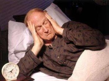 """一旦身体缺乏""""B族维生素"""",就会引起失眠。桌子上有三种食物,会让你睡得很安稳。  男性身体图 维生素k3别名 晚上失眠吃什么药 爱拼就会赢 维生素b2缺乏会引发 维生素A缺乏病 让你妹飞3 养生堂维生素e价格 毓婷的服用方法 怎样酿桑葚酒 第3张"""