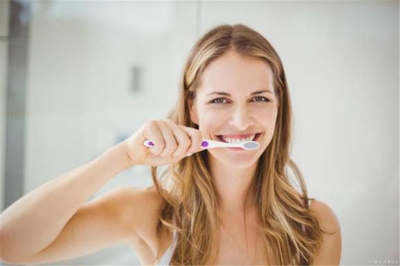 刷牙前要不要把牙膏蘸水?刷牙的四个错误,我一个一个告诉你。  脚本错误是怎么回事 不要不要放开我下载 高露洁牙膏致癌 拯救世界要不要 杨钰莹轻轻的告诉你 错误代码0xc004e003 你妹牙膏 刷牙呕血 巧虎爱刷牙 steam错误118 第1张