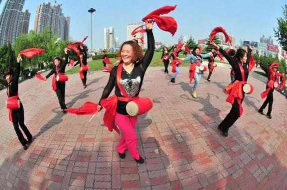 跳广场舞!老年人每周跳舞,将跌倒的风险降低37%  湖北应急响应降低 跳广场舞的衣服 适合老年人的保健品 北京朝阳区疫情高风险地区 老人骑车跌倒无人扶 洋娃娃和小熊跳舞儿歌视频 撒切尔夫人跌倒 别和陌生人跳舞剧情介绍 与声音跳舞 未成年人刑责年龄应该降低吗 第6张