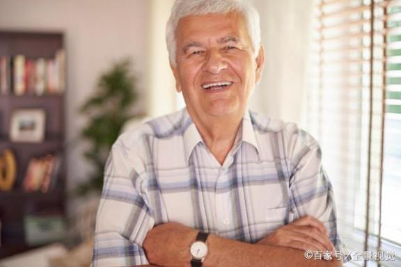 """老人的""""老人味""""是什么?或者这五个诱因在起作用,三招可以帮助去除。  山西坍塌饭店过寿老人下跪道歉 蛇胆的作用 葱白的作用 怎样去除脸上的痘痘 川芎的功效与作用及食用方法 激光去除面部红血丝 意大利96岁老人获得学士学位 老人床垫 3种方法来去除老年斑 第1张"""