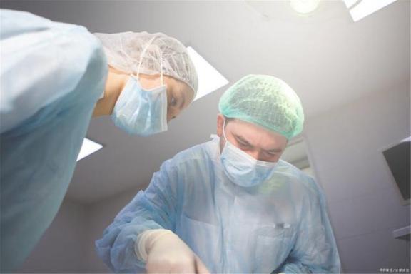 """肺癌手术高危?带你去揭示""""超微创""""肺癌手术,切口只有3厘米。  高危行为是指什么 如厕揭示你的身体状况 微创减肥手术 肺癌手术后复发 带你去探班 微创除皱手术 小切口拉皮除皱 微创手术的费用 全国十大高危路段 板栗切口机 第7张"""