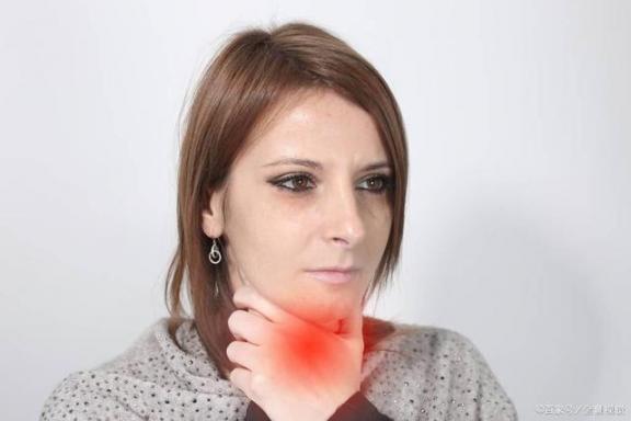 """甲状腺肿瘤不容忽视。如果他们被""""纠缠"""",病人可能会遭受五种危害  湖北复阳患者不再重复上报 我要是丢了童贞就会死这件事 乙肝病人能喝红酒吗 吸烟的危害性 防核扩散 溜冰会导致不孕吗 甲状腺肿瘤是什么 甲状腺肿瘤怎么治疗 甲状腺肿瘤保守治疗 脓胸病人的护理 第2张"""