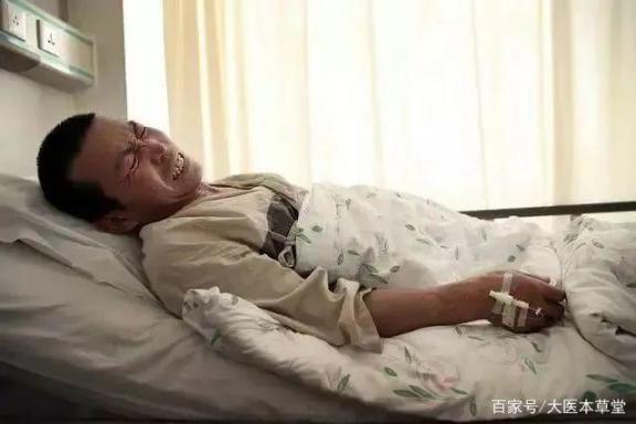 一名49岁男子因痛风入院,发现肾功能衰竭。医生:比猪肉嘌呤高40倍,建议少吃。  7吨猪肉遭抢后续 哥伦布发现新大陆是在 哪些病因是引起痛风的主要因素 英国首相约翰逊入院 冷少吃过请买单 小儿慢性肾功能衰竭 男子迎娶英国女歌手 发现深圳网 慢性肾功能衰竭治疗 市委就抢猪肉致歉 第1张