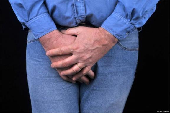 一名49岁男子因痛风入院,发现肾功能衰竭。医生:比猪肉嘌呤高40倍,建议少吃。  7吨猪肉遭抢后续 哥伦布发现新大陆是在 哪些病因是引起痛风的主要因素 英国首相约翰逊入院 冷少吃过请买单 小儿慢性肾功能衰竭 男子迎娶英国女歌手 发现深圳网 慢性肾功能衰竭治疗 市委就抢猪肉致歉 第10张