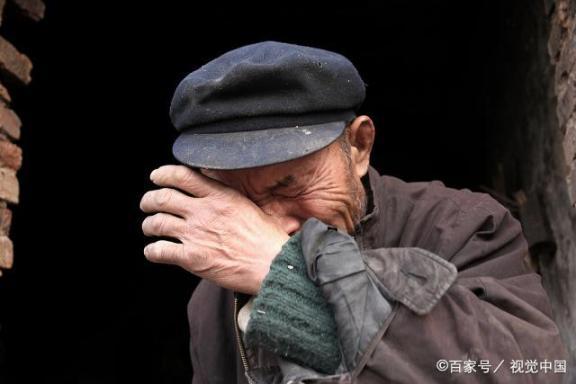 老人不配结婚?事实上,正常的夫妻生活对老年人有三个好处。  中老年人养生 富拉尔基生活网 我不配mv女主角 小夫妻生活 大爷迎娶非洲新娘 夫妻生活用品有哪些 老年人出现幻觉 中国好大爷 西班牙老人声嘶力竭控诉医院 夫妻生活出血怎么办 第5张