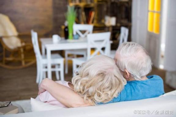 老人不配结婚?事实上,正常的夫妻生活对老年人有三个好处。  中老年人养生 富拉尔基生活网 我不配mv女主角 小夫妻生活 大爷迎娶非洲新娘 夫妻生活用品有哪些 老年人出现幻觉 中国好大爷 西班牙老人声嘶力竭控诉医院 夫妻生活出血怎么办 第7张