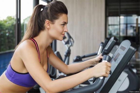 锻炼全身肌肉,熟练使用拉伸机,效果比健身房好。  液压拉伸机 薄板拉伸机 锻炼胸肌最有效的方法 锻炼方案 健身房运动地板 劲松附近健身房 效果好的美白产品 女性锻炼 美白效果最好的面膜 丹彤健身房 第2张
