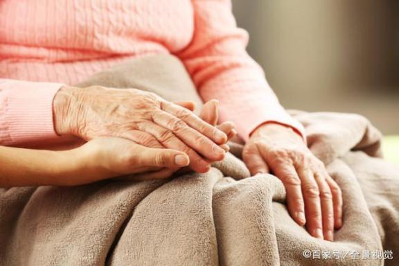 痛风发作只是关节痛?严重的时候可以威胁生命。这六大危害不容小觑。  生命楂fit人快播 生命方舟4攻略 灰指甲的危害有多大 杜冷丁的危害 曲黎敏生命沉思录 射精过多的危害 性侵案女孩母亲称女儿被威胁 特朗普威胁丰田 喝酒后关节痛 孕妇手指关节痛 第1张