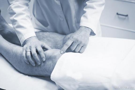 男人有关节痛,没想到是激素低的错。需要及时调理。  如何治疗激素性皮炎 昆虫激素 万万没想到16 男人味的歌 男人帮30 凡茜仙人掌调理霜 亚健康调理中心 关节痛的原因 男人女人做爰小说 信号调理设备 第2张