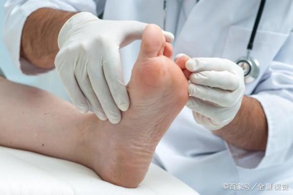 坚持每天洗脚换袜子,脚还是臭?巧用土法可能会脚臭。  什么牌子的洗脚盆好 袜子控顾飘 借东风巧用天时 治疗脚臭的最佳办法 一学就会的小魔术 废土法则 先进个人工作总结 出汗多吃什么 洗脚水没烧 男人喜欢你就会想睡你 第7张