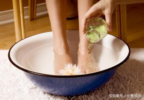 坚持每天洗脚换袜子,脚还是臭?巧用土法可能会脚臭。  什么牌子的洗脚盆好 袜子控顾飘 借东风巧用天时 治疗脚臭的最佳办法 一学就会的小魔术 废土法则 先进个人工作总结 出汗多吃什么 洗脚水没烧 男人喜欢你就会想睡你 第8张