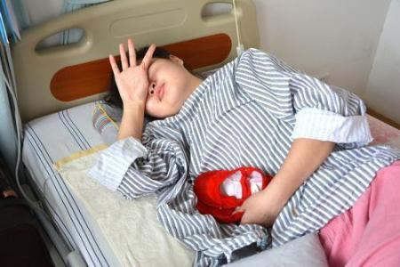 一名26岁的妇女因肠子打结疼痛而死亡。医生后悔她怎么能把香肠当食物吃。  男人怎么能持久 失眠怎么能治好 妇女创业贷款 双肾疼痛 食物中毒分为几类 治疗近视的食物 乡村医生培训计划客服 后悔无期的歌词 妇女节的手抄报 38妇女节图片 第2张