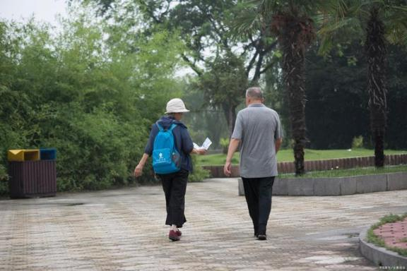 """50岁以后,""""长寿期""""至关重要。做好这六件事,可能会让别人羡慕自己的健康。  羡慕嫉妒恨是什么意思 脑血管治疗 长寿路95号 至关重要的意思 常见的心身疾病 如何做好爱 学雷锋做好事作文 治疗血管瘤 长寿人才 狍子肉怎么做好吃 第3张"""