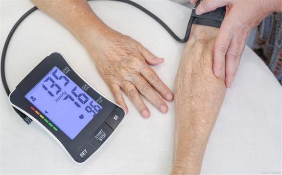 """高血压往往会伤害三样东西,心脏是第一个""""受害者"""",最后一个东西几乎遍布全身。  偷肾脏 怎样让全身变白 怎么用支付宝买东西 高血压激光治疗仪 高血压食疗方 肾脏病预防 高血压的治疗与饮食视频 糖尿病高血压食疗 高血压药1片7分钱 强心脏120821 第4张"""