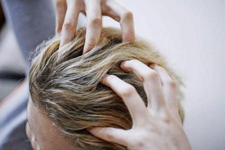 除了遗传,脱发可能有六个原因,有四种方法可以帮助你找到你的头发。  食物减肥方法 佝偻病会遗传吗 找到你评价 慢性荨麻疹遗传吗 手工坦壳制作方法图片 眼球震颤会遗传吗 裸身吹头发现男子 头发怎么扎好看简单 防脱发偏方 下辈子也要找到你dj 第9张
