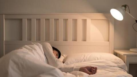 """俗话说""""人到中年,不要睡三次"""",这可能比失眠对你的伤害更大。  人到中年电视剧全集 精神紧张导致失眠 我现在只想对你说 得了失眠怎么治疗 无理打压中国媒体美方损失更大 引起失眠的原因 怎样让男人在床上对你念念不忘 乔维怡对你爱不完 更大老虎 比周更大的老虎 第8张"""