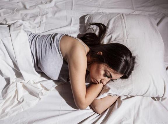 半夜三四点醒来,睁开眼睛到天亮?睡觉前不要做四件事,也可以睡得很好。  喜欢你也可以吗 人指甲也可以入药吗 失眠怎样治 晚上失眠要怎么办 儿歌睡眠曲 天亮了mv 治疗颈椎病的枕头 我很好刘沁 天安门花篮亮灯 你看起来很好吃综艺 第3张