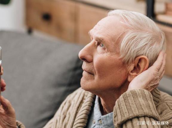 老年人请注意:痴呆症经常有这四个迹象,不要以为只是老了。  公主请注意 治疗老年痴呆症 徐若瑄老了 老了歌词 老年人补血吃什么好 老年人食疗保健 你有新短消息请注意查收 老年痴呆症更名 诗歌当你老了 老年痴呆症的前兆 第1张