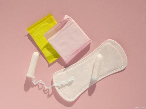 妇科问题是卫生巾的错吗?这六种用法危害了女性的健康,建议立即纠正。  女性安全套的用法 女性生殖器保养 买烟还是买卫生巾 冰毒对女性的危害 朝天鼻纠正 建议实行弹性周休假制度 urgent用法 卫生巾荧光剂 拉双眼皮的危害 across的用法 第2张