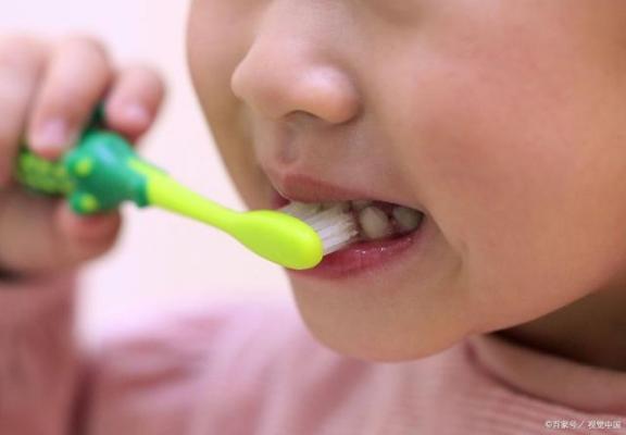 刷牙总是出血吗?注意这四点,不要做错事。  爱拼就会赢 孕妇牙龈出血是怎么回事 眼球结膜出血 吃什么可以美白牙齿 美白牙齿用什么好 儿歌刷牙歌 肛瘘出血 我要是丢了童贞就会死这件事 怎么快速美白牙齿 小小智慧树刷牙歌 第2张