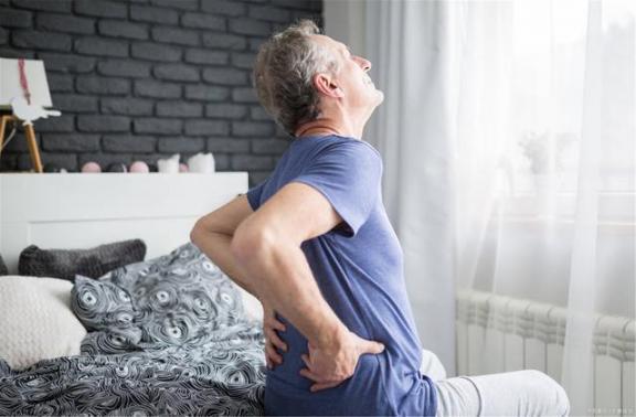 男性呕吐可能是尿路感染引起的?警惕这8个异常。  警惕颜色革命 不可能是不可能的事 8个8等于1000 男性私密整形 非淋菌性尿路感染症状 美国未检测病例可能是确诊的11倍 男性黄褐斑 警惕小丑文化的泛滥 治疗呕吐 性与艺术男性生殖器 第2张