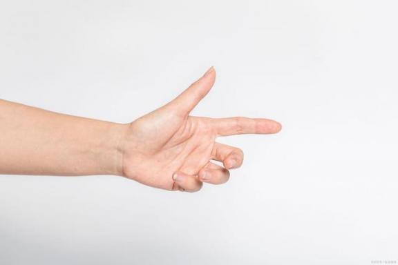 莫名的手麻就是大意!注意这四个问题,不要硬打。  身体的旅行 男人调理身体 幻想神域双手斧加点 再将双手舞动 麻木通价格 mc麻木麦词 女子街头莫名被打 身体疲乏 女子莫名多4张卡 麻木仓衣 第1张