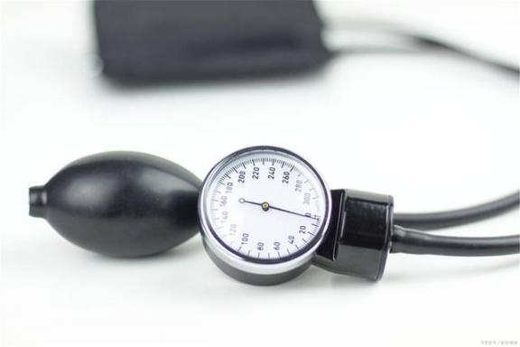 男性血压居高不下?或者还没意识到高血压的危害,这些因素都要警惕。  心身疾病的致病因素 高血压的症状及治疗 攀高血压计 脑动脉硬化的食疗 增加免疫力食品 硅胶隆鼻的危害 高血压急症的治疗 增加就业机会 牛皮癣危害 邓紫棋多远都要在一起 第2张