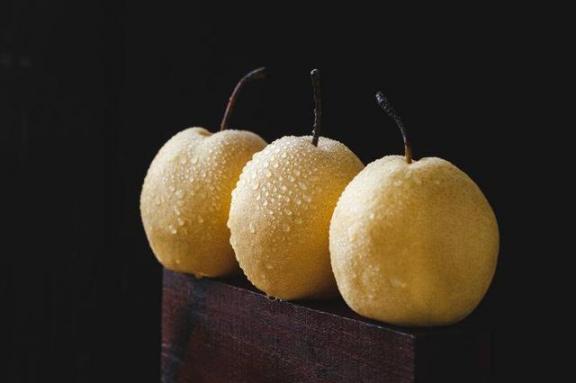 冬天先养肺?随着寒潮的席卷,建议你多吃这四种食物,以润肺止咳。  柠檬是酸性食物吗 哪些食物孕妇不能吃 什么食物能补锌 提一条安全生产建议 多吃葡萄有什么好处 低碳生活的建议 第15张