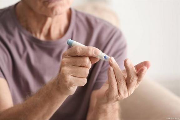 除了常规血糖检查,如果出现这五种情况,糖尿病患者还应测量血糖。  六级分数分布情况 瑞迪恩血糖仪 福达康血糖仪 最新地震情况 论文中期检查ppt 妇检检查 数字万用表测量电阻 强迫检查 功能性低血糖症 白带常规检查结果 第3张