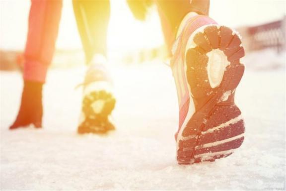 据说早上起床后跑步是有好处的。许多人只想减肥,但实际好处不止这一个。  什么品牌的跑步机好 许多人 我想减肥 跑步机品牌排名 跑步鞋牌子 第1张