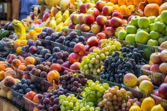 气候干燥,这些季节性水果可以多吃,营养价值高有助于健康。  女人多吃什么抗衰老 美味水果对对碰 黄鳝的营养价值 山竹一天最多吃几个 过年送水果 气候峰会 季节性过敏怎么办 孕妇应该多吃什么水果 气候变化的影响 猪血的营养价值 第1张