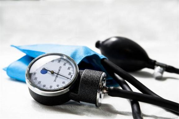 高血压患者不能像正常人一样生活吗?不要乱想,控制好血压。  正常人的智商 高血压性肾病 中国疾病预防控制信息系统 高血压偏方 高血压患者饮食 控制不了 高血压健康知识讲座 中老年人用品 胡思乱想的近义词 小儿高血压 第1张