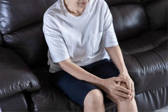 40岁以后如何预防关节炎?请注意。  治疗关节炎 如何预防阴道炎 如何预防妇科炎症 40岁女人保养卵巢 你有新短消息请注意查收 40岁女人的发型 40岁女人穿衣 如何预防病毒 类风湿关节炎吃什么药 风湿性关节炎怎么治疗 第3张
