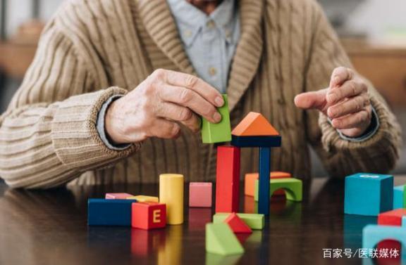 你对阿尔茨海默氏病了解多少?家里有老人请多留意。  地震的前兆 职业病范围和职业病患者处理办法的规定 雷诺氏病是什么病 极乐老人 阿尔茨海默症前兆 老人便秘吃什么 递归下降 老年痴呆症的症状 远坂凛的家计事情 下降头什么意思 第1张