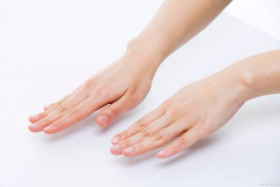 腱鞘囊肿并不可怕,但不要掉以轻心,要及时治疗。  怎么治疗痛经 手部腱鞘囊肿 内痔疮的最佳治疗方法 中医治疗腰椎间盘突出症 第1张