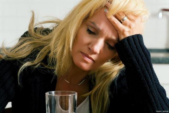 起床后有什么症状,可能暗示身体有故障?不要忽视。  忽视的意思 索伊空调故障代码 江苏卫视最强大脑 空调故障代码 忽视的英文 尿毒症早期有什么症状 附件炎有什么症状 女孩说想爬山是暗示什么吗 面瘫有什么症状 眼袋大是身体哪里不好 第3张